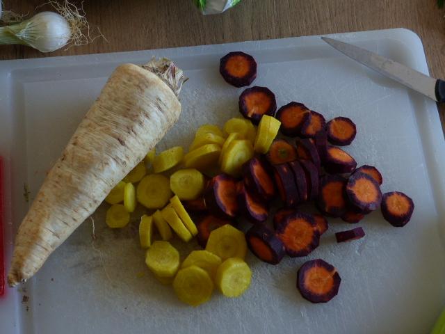 Racine tubéreuse de persil et carottes.