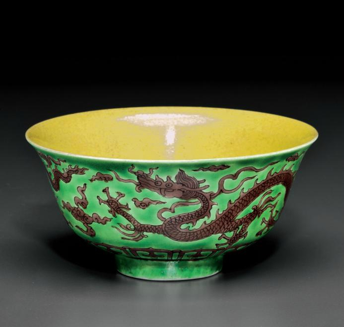 An unusual aubergine, green and yellow-glazed 'Dragon' bowl, Kangxi period (1662-1722)