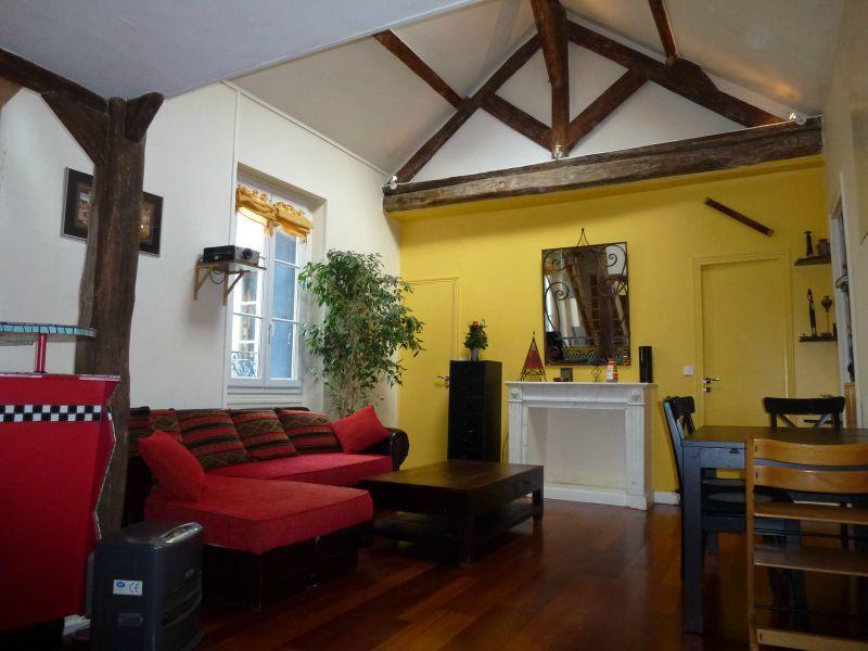 le salon le salon de 26 21 m est de forme appartement de charme vendre sur puteaux. Black Bedroom Furniture Sets. Home Design Ideas