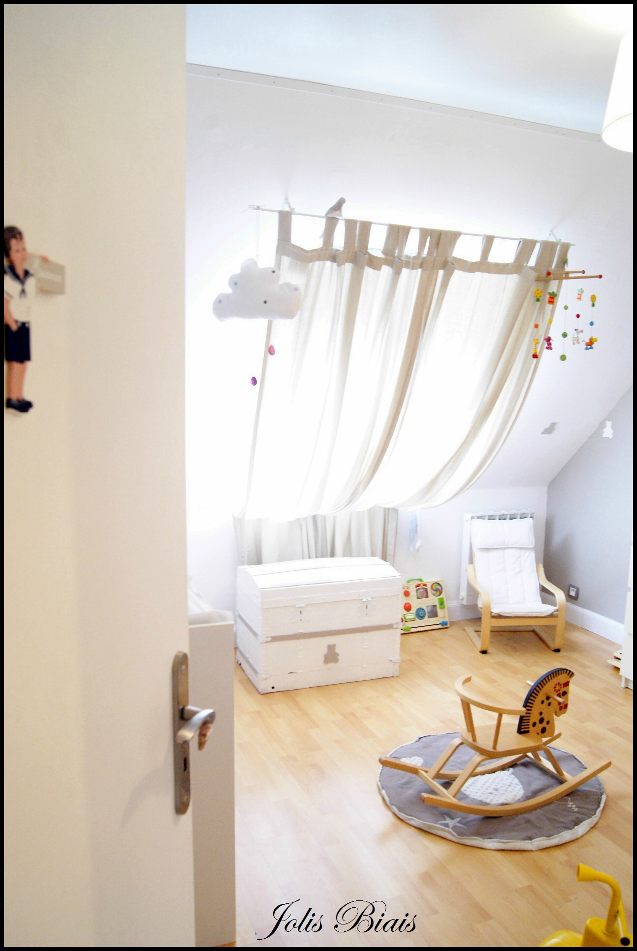 Amazing fanion chambre fille with dessin chambre bb fille for Dessin chambre bebe fille