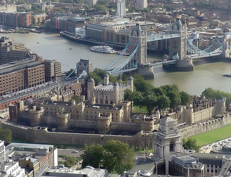 0 0 Tower_of_london_from_swissre
