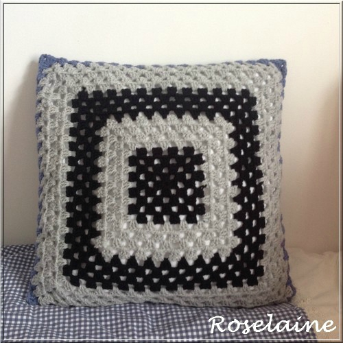 Roselaine coussin granny square