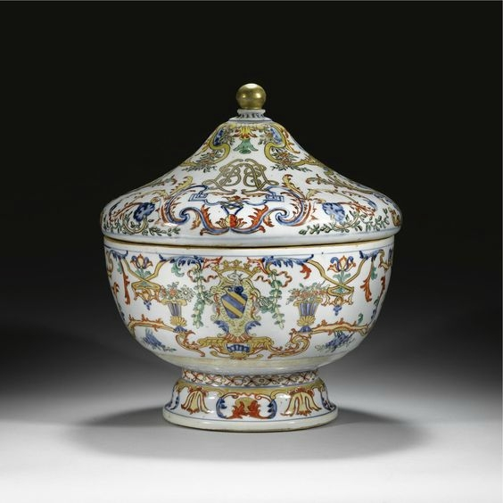 A fine and rare armorial circular tureen and cover for the Portuguese market, Qing dynasty, Kangxi period, circa 1720