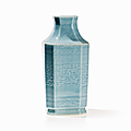Clair de Lune Glazed Vase with Encircling Archaic Décor, China, Qing dynasty (1644-1912). Photo AUCTIONATA