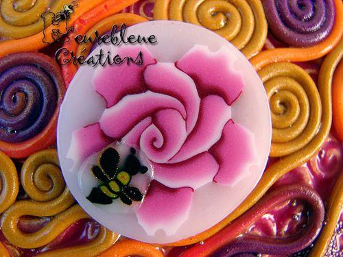 abeille sur rose