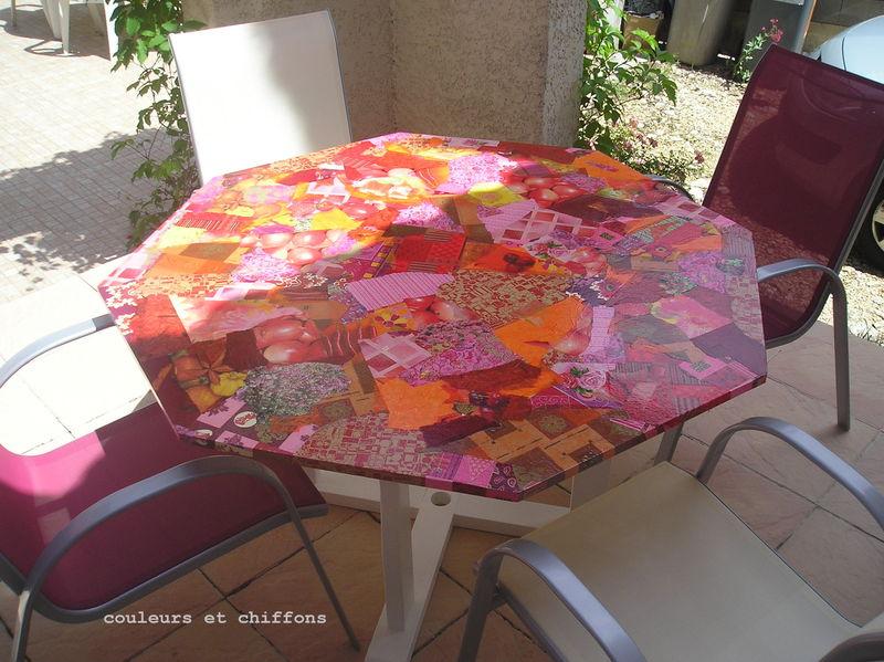 Une table de jardin relook e esprit boheme esprit boh me - Customiser une table en formica ...