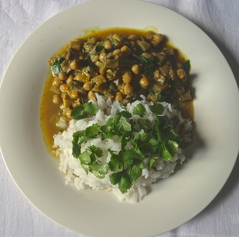 curry aux aubergines et aux pois chiches à la coriandre