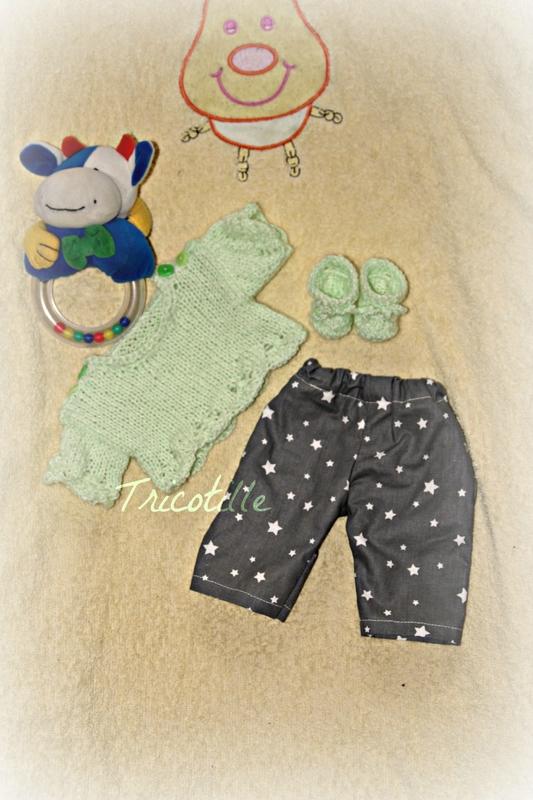 Ens pull et chaussons vert anis et pantalon gris étoile