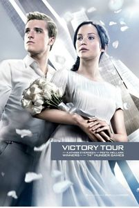 PHOTO-Katniss-et-Peeta-victorieux-sur-les-nouveaux-posters-d-Hunger-Games-L-Embrasement_portrait_w532