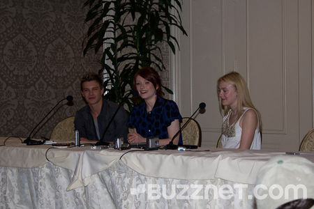 xavier_samuel_bryce_dallas_howard__large_msg_127640218563