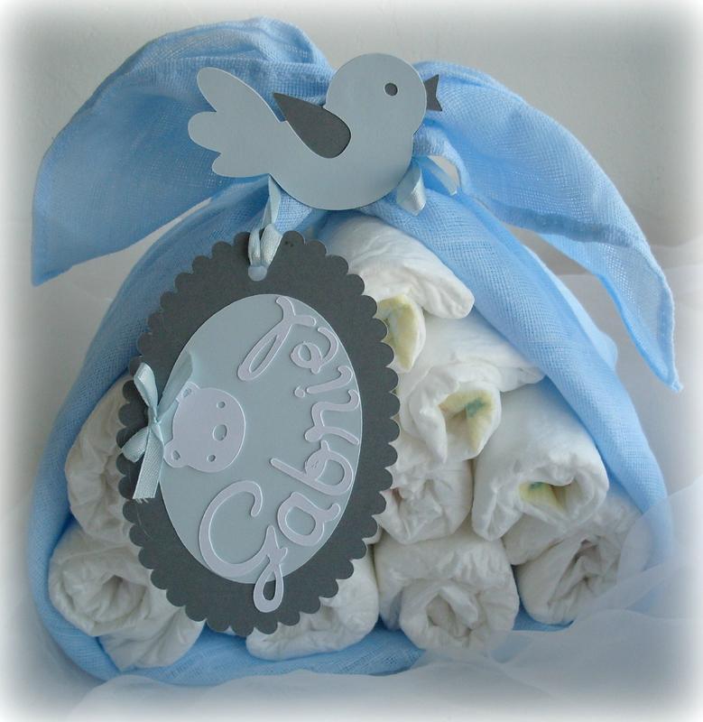 colis de cigogne cadeau de naissance original gâteau de couches garçon bleu gris lange ourson4