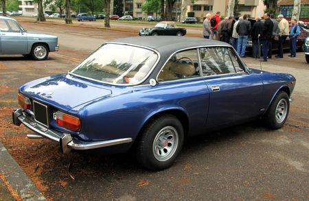 Alfa_Romeo_giulia_GT_2000_veloce__1971_1976___Retrorencard_mai_2010__02