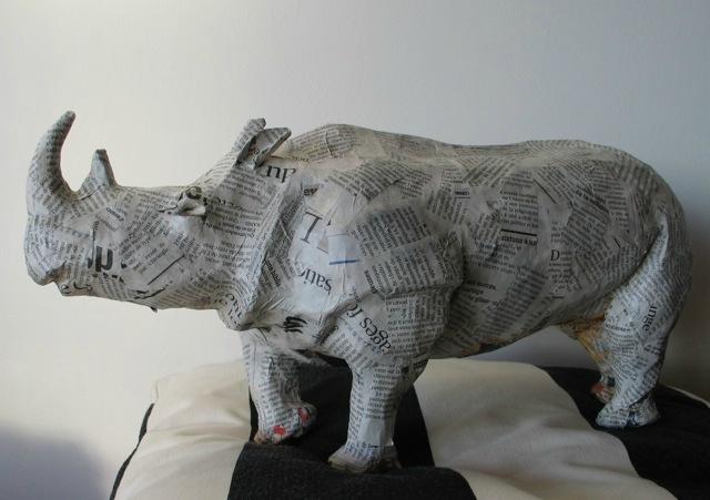 Gros Rhino en papier