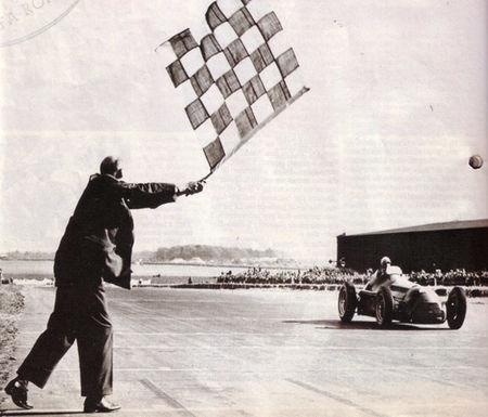 1950_Silverstone_Farina_Alfa_Romeo_1er_drapeau_a_damiers