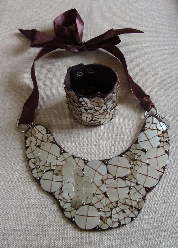 collier plastron pièces Protos