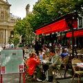 Terrasse sur la place de la Sorbonne.