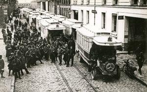 photographie_montrant_la_mobilisation_des_autobus_de_la_cgo_pendant_la_guerre_chelles
