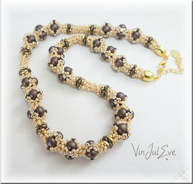 collier Lyss marron créme or1