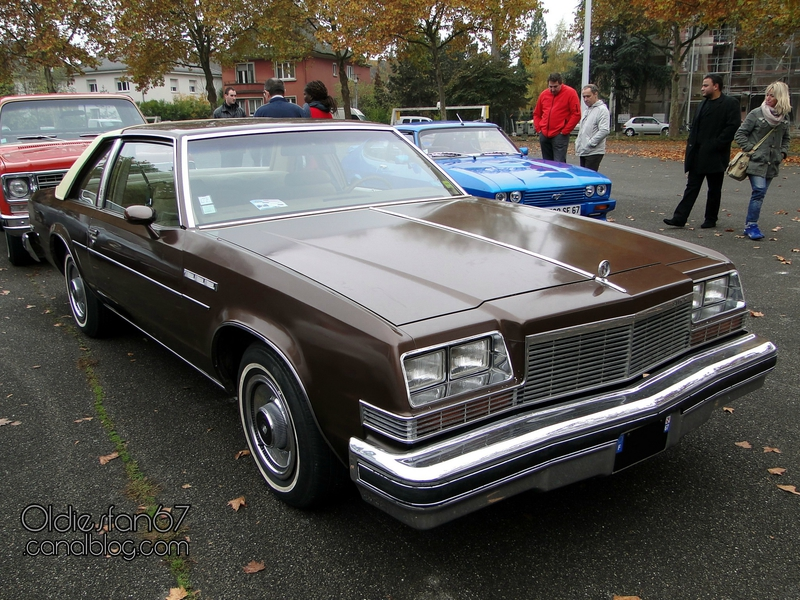 buick-lesabre-custom-coupe-1977-01