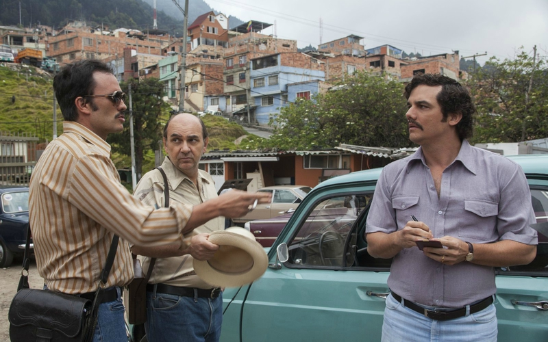 narcos streaming - Luis Gnecco, Wagner Moura, and Juan Pablo Raba in Narcos (2015)