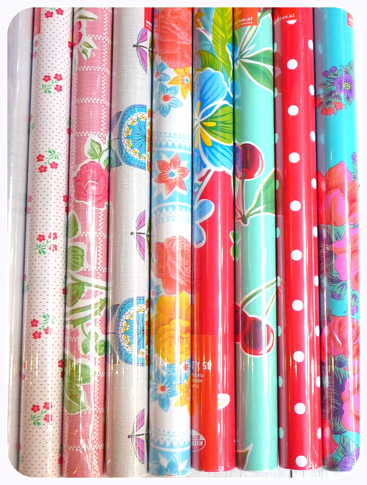 Rouleaux d 39 adh sifs photo de kitsch kitchen boutique for Papier adhesif pour meuble