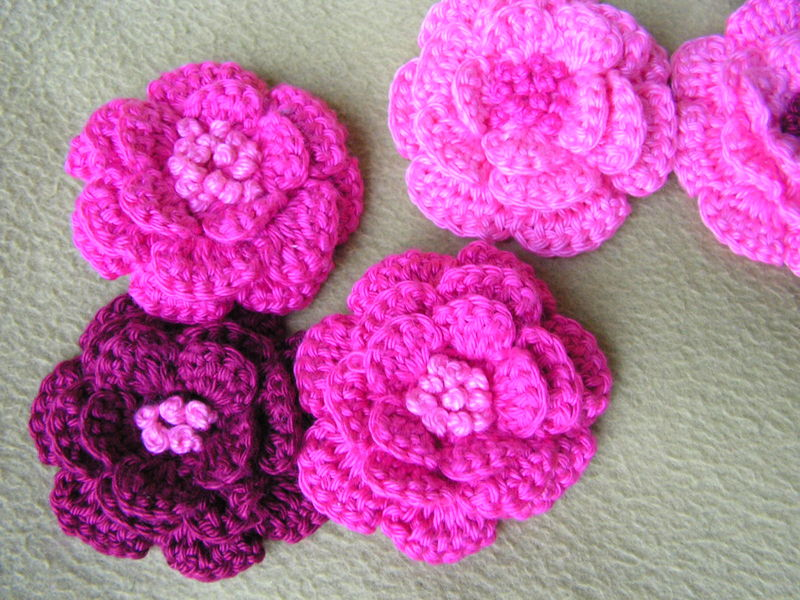 broches fleurs au crochet photo de laine et coton un. Black Bedroom Furniture Sets. Home Design Ideas