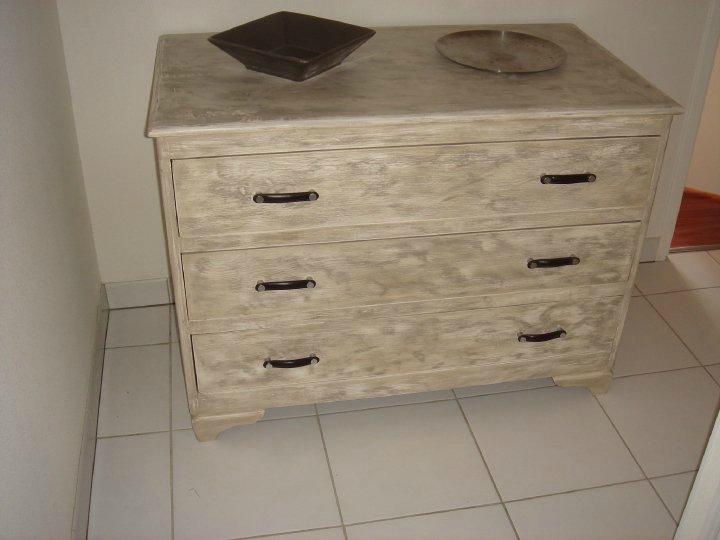r novation d 39 une vieille commode mes r novations. Black Bedroom Furniture Sets. Home Design Ideas