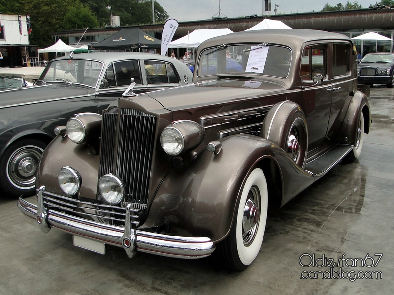 1937-packard-12-club-sedan-01