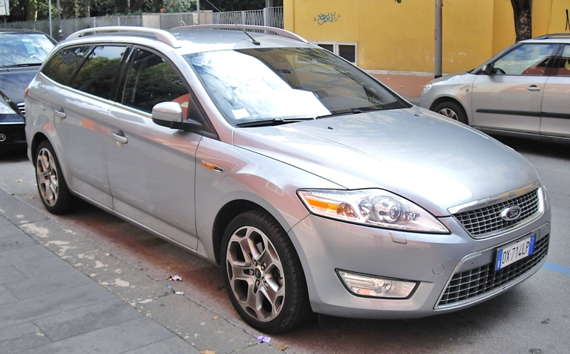 Ford_Mondeo_Station_Wagon_2009