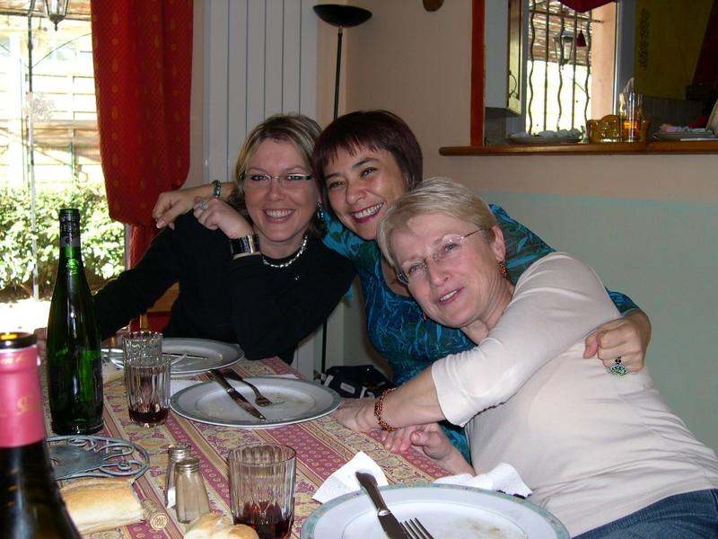Stéphanie, Cécile, Yvonna