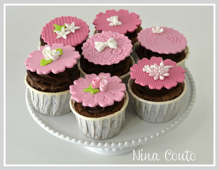 Cupcakes n mes d coration en p te sucre atelier des for Decoration pate a sucre