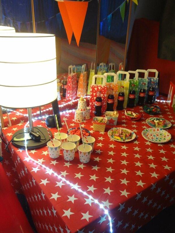 bouteille de Coca cola personnalisées-nappes étoiles Monoprix