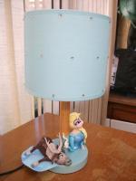 photos porcelaine froide auvergnats en cour et lampe elsa 08 16 039