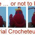 Serial crocheteuses 50 - blob-cheteuse en rouge et jaune.