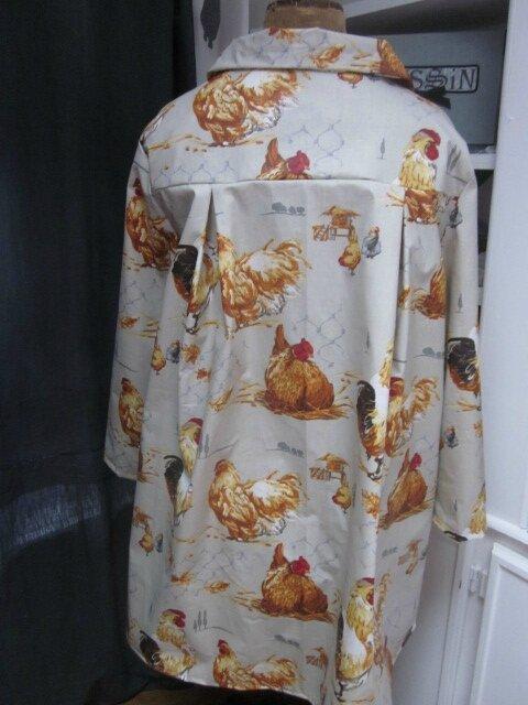 Ciré AGLAE en coton enduit beige clair imprimé poules rousses fermé par un noeud (7)