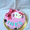 Gateau hello kitty { gateau au chocolat croustillant et cream cheese frosting }