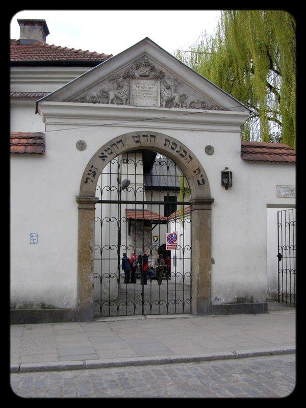 synagogue - on peut visiter l'intérieur de cette synagogue et son cimetière attenant qui est le plus ancien de Kazimierz