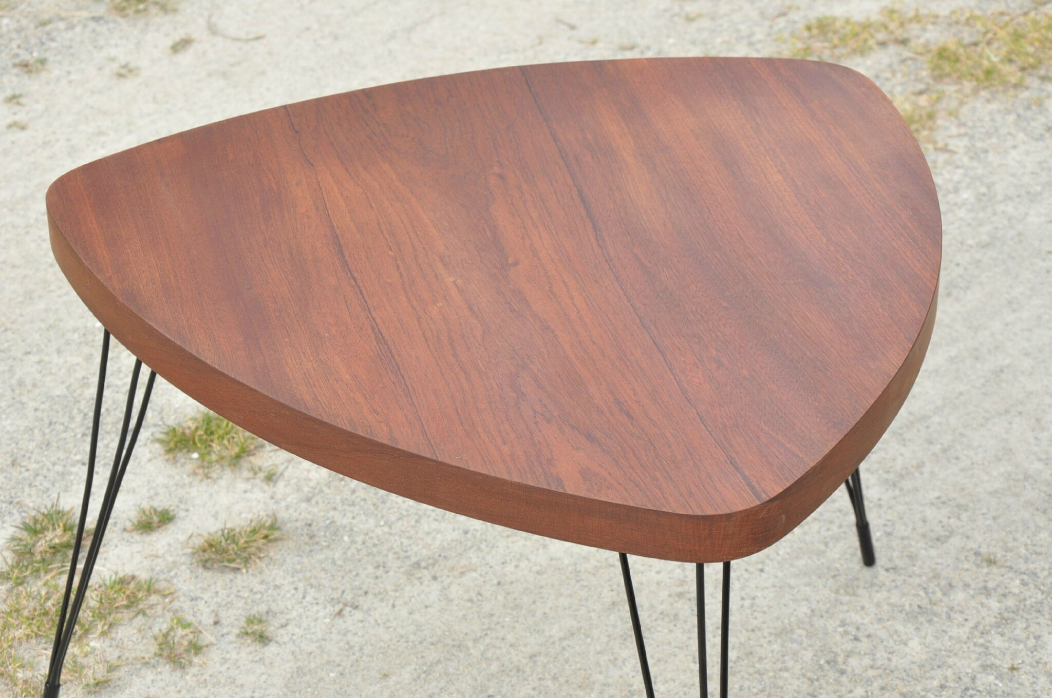 Table basse tripode pieds eiffel annees 50 - Table basse trois pieds ...