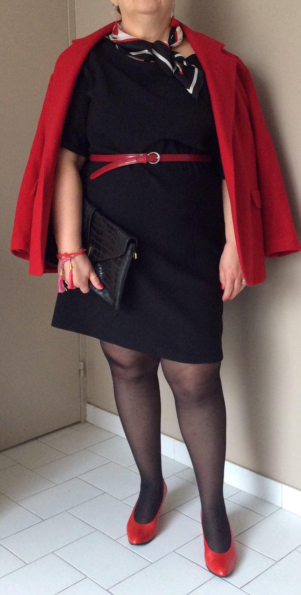 Robe noir et escarpin rouge