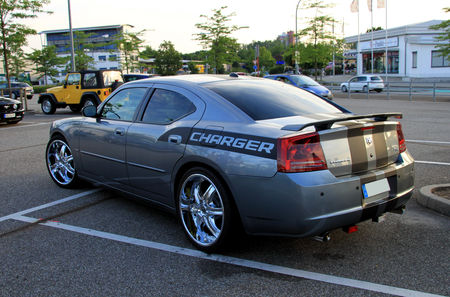 Dodge_charger_RT__Rencard_du_Burger_King_juillet_2010__02