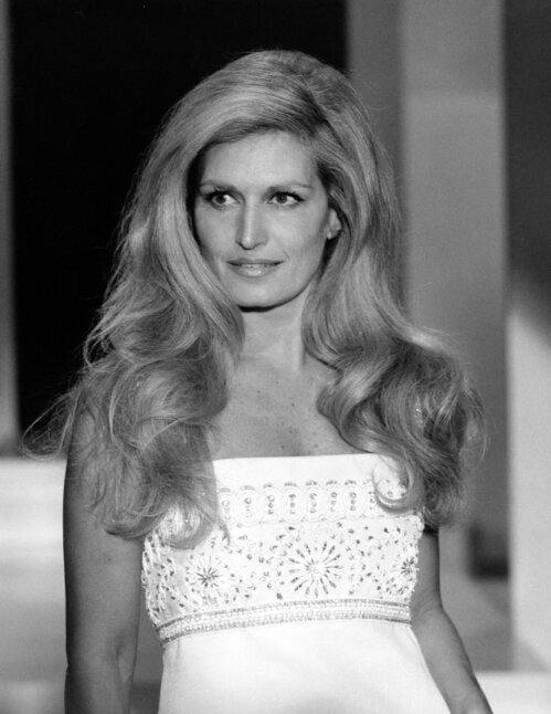 1__0_dalida_cr__dit_photo_bridgeman_images_united_archives_roba_archive_max_schweigmann_jpg_3518_north_499x_white