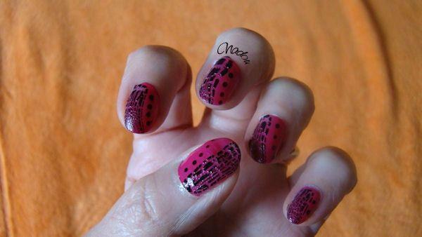 nail art points avec vernis craquelé