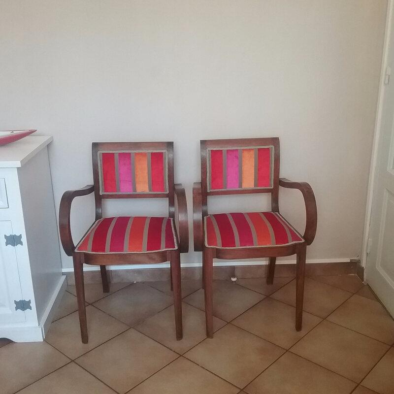 Paire de fauteuil art deco avec tissus baroque pour for Chaise bridge art deco