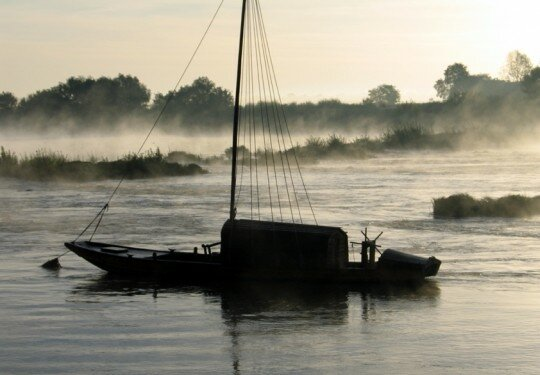brume bateau campagne loire loiret 886405 photo de le long du fleuve allie. Black Bedroom Furniture Sets. Home Design Ideas