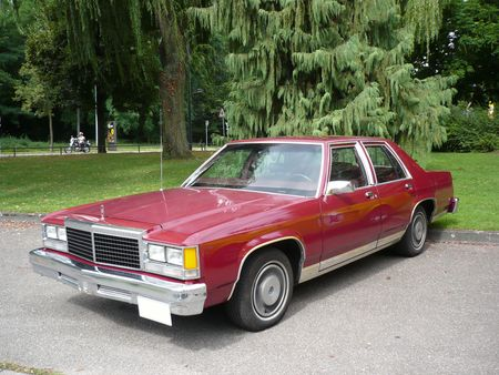 FORD_Ltd_4door_Sedan_1979_Strasbourg___PMC__1_