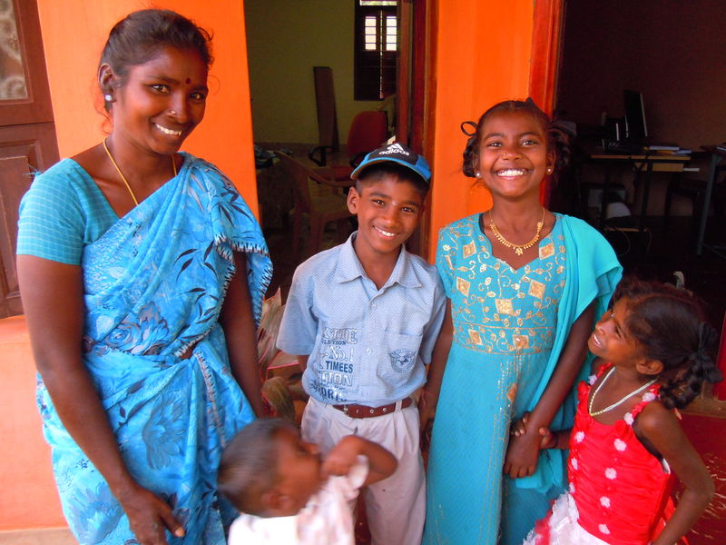 Pondicherry - Elle élève 4 enfants en ramassant les bouteilles plastique.