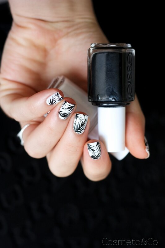 nail art tropical feuille palme noir et blanc essie-5