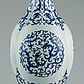 Triple long-necked bottle vase (gui), qing dynasty, qianlong mark and period (1736–1795)