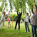 Performance autour de l'arbre qui pleure avec Tua hoa truong et M Claire Trân Van