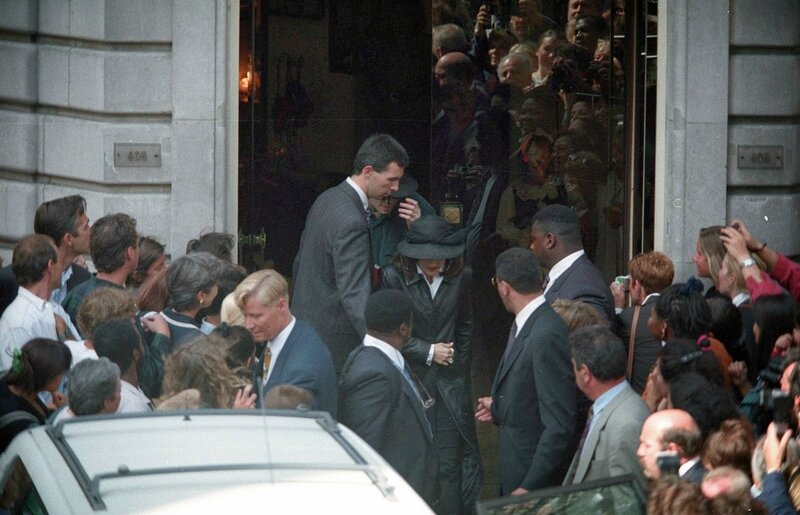 France Michael Jackson Lisa Marie 1994 September 5 Shopping In Paris
